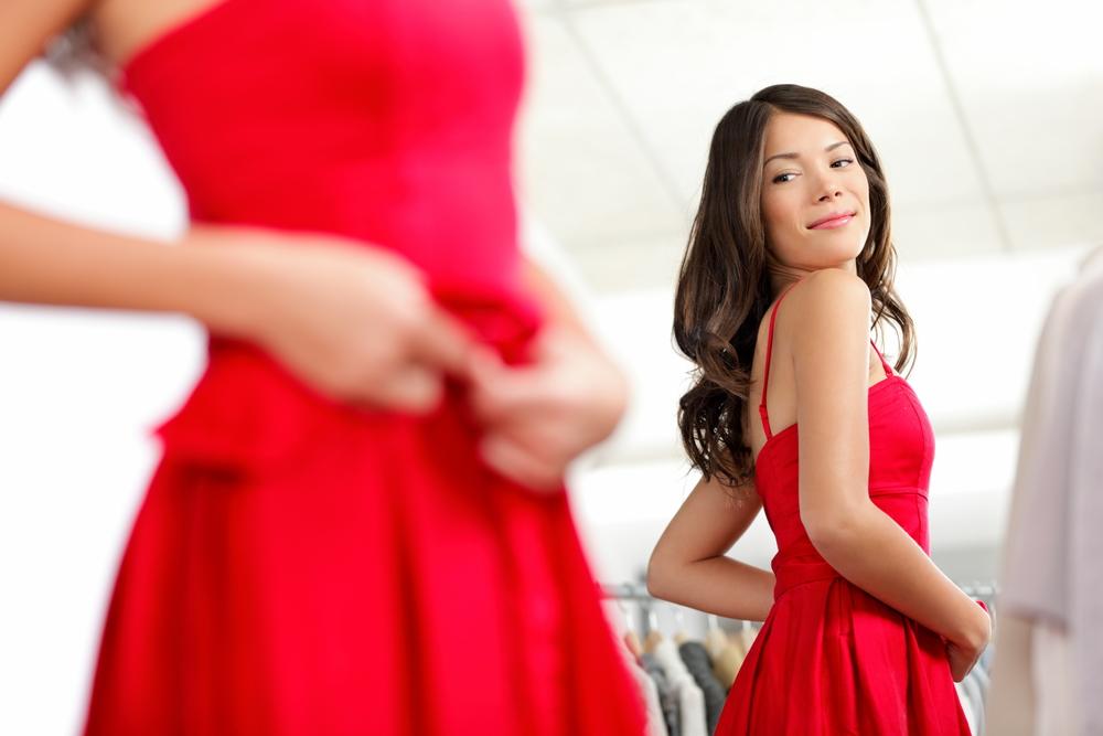 3f30d82eda68b Si vous aimez porter des robes, votre penderie renferme probablement  quelques fonds de robe ! Ce vêtement spécialement conçu pour être porté sous  une robe ...
